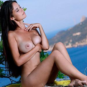 Célibataire Moana call girls 7 escorte Berlin réservation d'hôtel de relaxation des mains